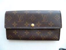 Louis Vuitton - Bi-fold clutch