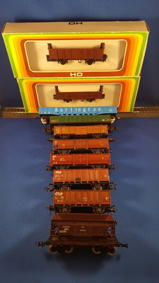 Various brands H0 - 10 high sided boxcars
