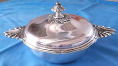 Vegetable dish or soup tureen from the 19th century, sterling silver, France