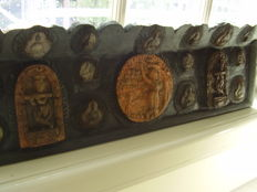 Buddhist altar wood panel with 18 Tsa Tsa's - Tibet - late 20th century