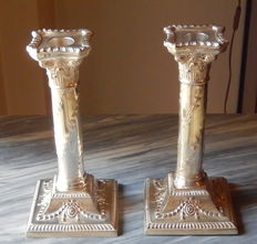 Antique silver plated candlesticks. A good quality pair of tall silver plated candle holders with Corinthian capitals Height 19,5 cms. Base 9.5 x 9,5 cms