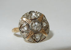 Antique gold ring with round plateau and star motif set with diamonds in pavé - Approx. 0.53 ct.