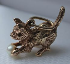 "Yellow gold pendant, cat with ball ""pearl"""