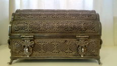 British Royal Family silver chest, handmade – India – 19th Century