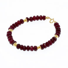 18 kt/750 yellow gold ruby bracelet.