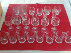 Lot of 25 cut Gin and liqueur glasses.