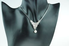 14 kt gold necklace with decorated link, in new condition; length approx. 45 cm