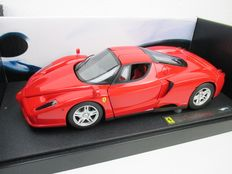 Hotwheels Elite - Scale 1/18 - Ferrari Enzo - Red