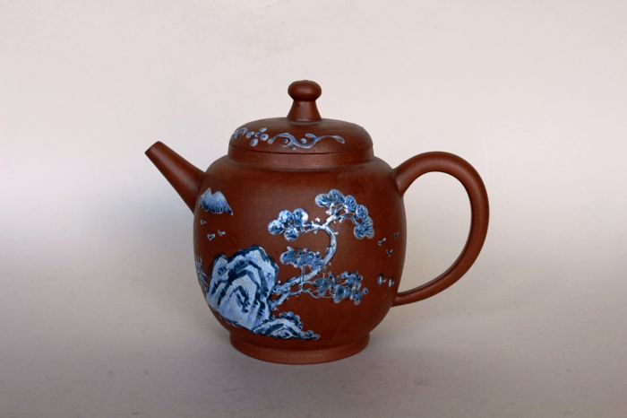 Teapot with blue and white painting – China – end of the 20th century