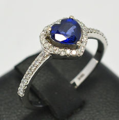 Ring with Saphire and diamonds