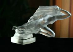 Heinrich Hoffmann - Decorative Glass Car Mascot in stylish Art Deco design - Decoration For Classic Car