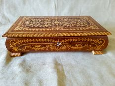 Large Reuge marquetry music box in very nice original condition