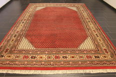 Magnificent hand-woven Oriental palace rug, Sarough Mir, 245 x 350 cm, made in India, excellent highland wool, circa 1990