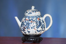 Ribbed Kangxi teapot with ruyi border and floral patterns - China - Kangxi (1661- 1722)