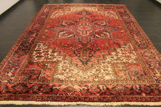Beautiful old handwoven Persian carpet approx. 1930 Heris Heriz plant colours 240 x 340 cm, made in Iran