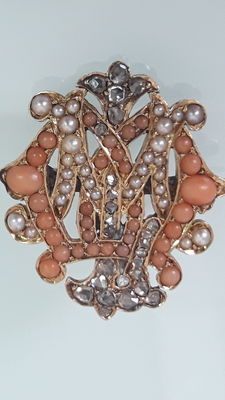 Authentic jewel, gold, diamonds, coral, angel fur and authentic pearls