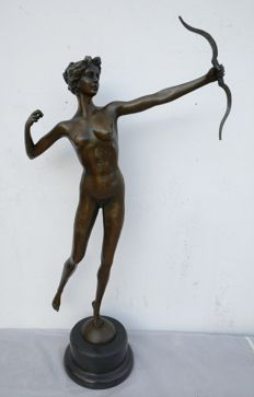 """Woman with a bow"" - bronze statue - France, mid 20th century"