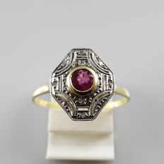 Art deco ring in gold with platinum, with ruby and diamond, size 18/56
