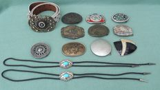 Collection of buckles and badges - 2nd half 20th century to present.