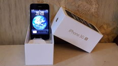 Apple iPhone 3GS - 16GB , White color. Charger-2.1 A. and the original box.