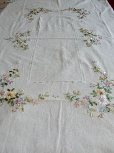 Old and beautiful large rectangular tablecloth in pure cotton thick beige-ecru - Flowers in satin ribbons - Galon on the edge of the tablecloth - France