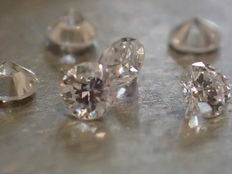 Lot of 6 diamonds - 1.80 mm - brilliant-cut - total 0.15 ct - D/IF - Top quality.