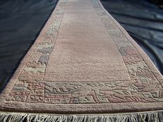 High quality Tibetan nice and high quality handmade wool fantastic carpet /rug/tapijt - Tibet/Nepal - First half of the 21 th century -  No reserve, bidding starts at €1.