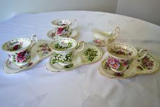 Royal Albert - 4 cups large model, 3 égoïstes and a saucer, a cream pot - lower of the month series -