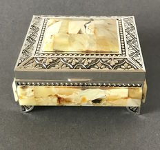 Treasure chest jewellery box decorated with Natural white Baltic amber, weight: 229 grams