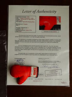Muhammad Ali (RIP) - Original signed mini boxing glove+ Notarial Letter Of Authenticity (LOA) established by JSA (James Spence).