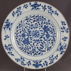 Large plate filled with floral decoration – China – 18th century