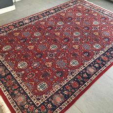 High-quality, signed Tabriz, made of wool and silk, carpet – 273 x 178 – very good condition – with certificate
