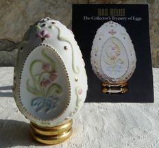 "Oeuf Vintage 1988 - Collection ""The Collector's Treasuty of Eggs"" -  Biscuit ( Porcelaine ) dans le style Boleslaw Cybis  - Peinture Doré - Certificat - Franklin Mint"