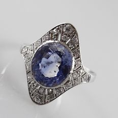 Platinum Art Deco ring with a pastel violet tanzanite of approx. 2.50 ct and 28 diamonds – size 17.5 / 55
