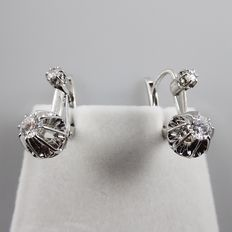 White gold earrings in 18 kt, with 0.42 ct of diamonds in total - 15.3 mm long