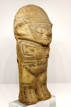 A pre-Columbian anthropomorphic figurine in earthenware – height: 17.7 cm