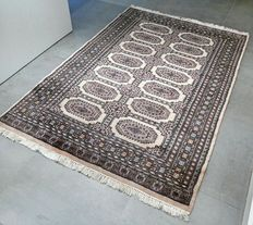 Beautiful and light Bukhara, Persian carpet – 188 x 128 cm – with certificate.