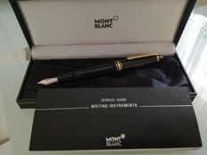 Montblanc fountain pen with 14 ct gold nib, mint condition with inkwell