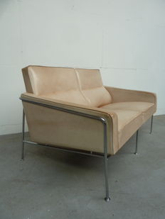 Arne Jacobsen for Fritz Hansen  – Airport/3300 sofa