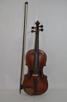 Antique 4/4 violin with bow