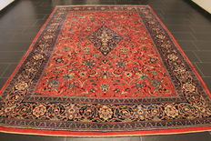 Beautiful Persian carpet, Sarough Saruk, 230 x 340 cm, made in Iran at the end of the 20th century