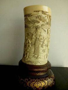 Ivory pot on pedestal made of lacquered wood - Japan - approx. 1870