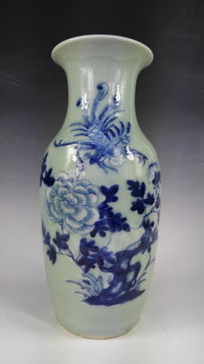Blue and white vase - China - late 19th century/early 20th