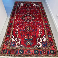 Beautiful Persian Hamadan carpet – 275 x 145 – with certificate