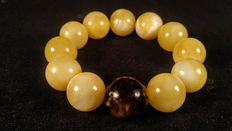 Baltic Amber round beads bracelet, white with one black stone, No Reserve, 46 grams