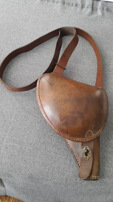 "France revolver holster called ""jambon d'officier"" model 1873 in fawn leather and a binoculars case brand Huet & co. also fawn leather"