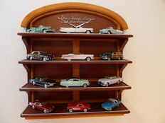 Franklin Mint - Scale 1/43 - 'The Classic Cars of the Fifties' met 12 models of American Classics & Book in the English language