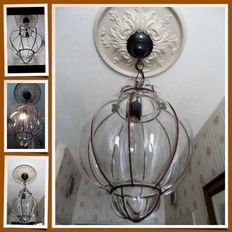 2 x Hand-blown Venetian lamps with identical dimensions in iron frame.