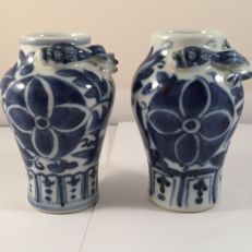 Two blue and white porcelain vases – China – 19th century