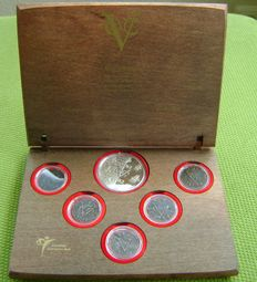 The Netherlands - Coin set 'VOC 400 jaar' (400th anniversary Dutch East India Company) in case made of ship's timbers